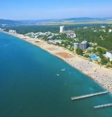 Плажът и морето край Албена са чисти