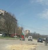 Патриот забучи знамето ни по улица в Добрич