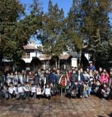 """Ученици от СУ """"Димитър Талев"""" почетоха паметта на Апостола на свободата"""