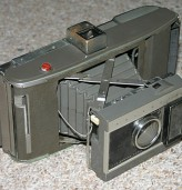 """Първият фотоапарат """"Полароид"""" е произведен преди 73 години"""