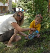 """100 дървета и 100 теменужки засадиха децата от ДГ """"Зорница"""""""