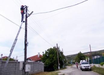 Нова въздушна мрежа осигурява по-стабилно електрозахранване в Рогачево