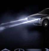 Mercedes представи умни фарове, които прожектират символи на пътя