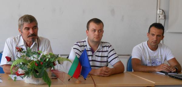 Брам Шриър и Радо Боянов повеждат отбора на колежа към В група, школата ще привлича таланти от чужбина