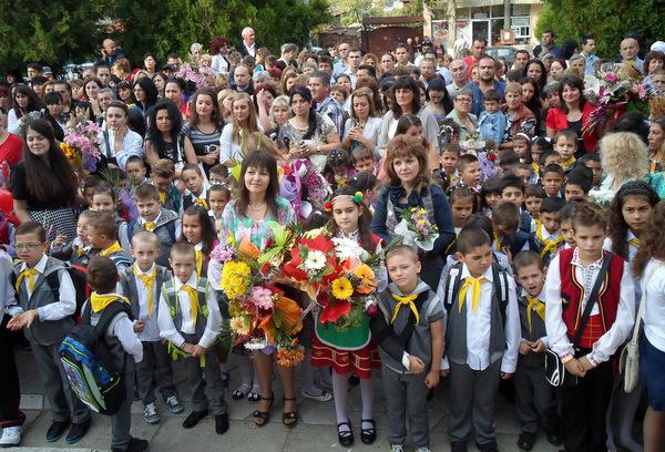 """96 първокласници прекрачиха прага на СОУ """"Димитър Талев"""" - Добрич"""
