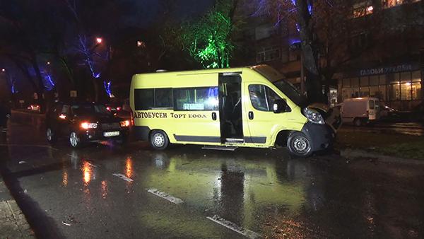 Шофьорът на Субаруто бил напушен, две от пътничките в автобуса остават в болницата