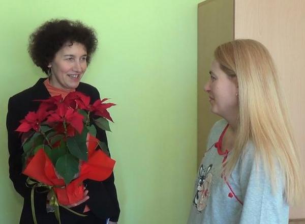 Кметът ориса и дари със сребърни монети първите бебета на Добрич за 2015 година