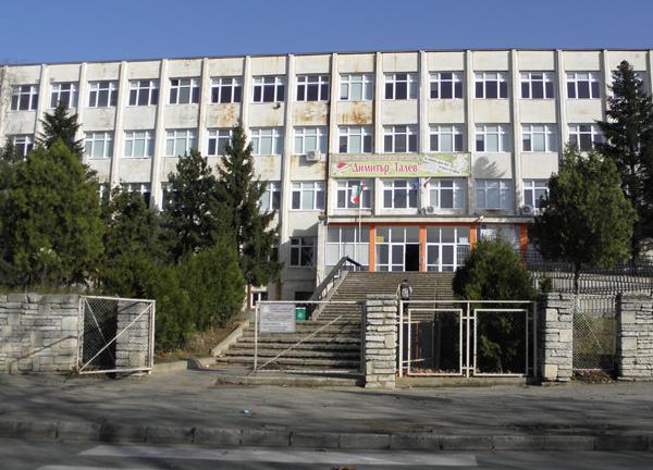 Ученици от 4 държави на уроци по български и народни танци в Добрич