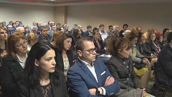 """КРИБ връчи официално наградите за """"Социално отговорна компания - партньор на община за 2015 година"""" /снимки/"""