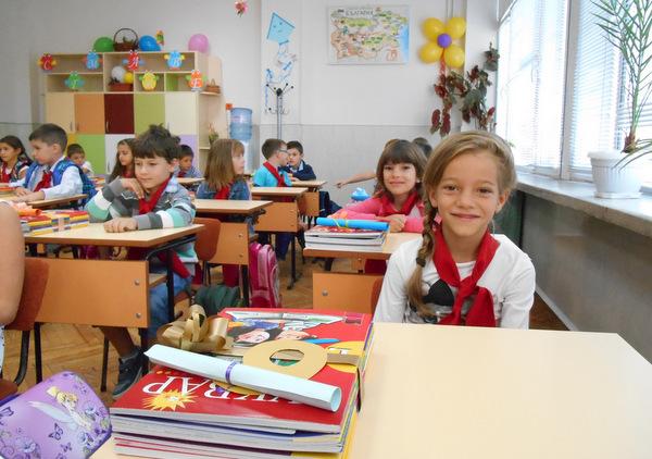 """Снимки: Първият учебен ден в СОУ """"П. Р. Славейков"""""""