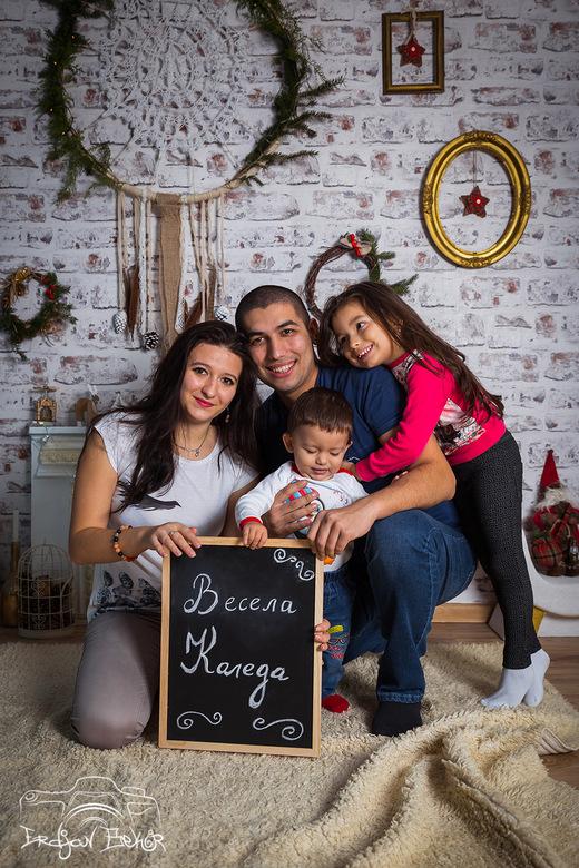 Коледната фотосесия на семейство Иванови