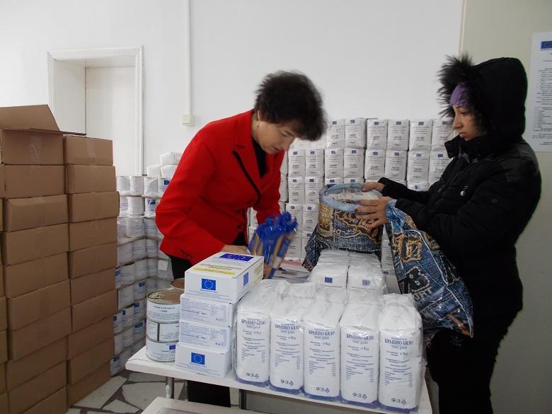 Областният управител и директорът на БЧК дадоха старт на Оперативна програма за раздаване на храни в помощ на най-уязвимите