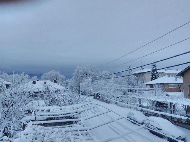 Всички пътища в област Добрич са затворени за движение, 21 села са без ток
