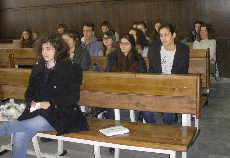 Ученици от Езикова гимназия гостуваха в Районен съд - Добрич