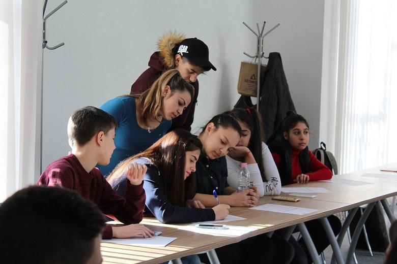"""Неформално обучение """"Права, задължения, отговорности"""" се проведе в Младежки център - Добрич"""
