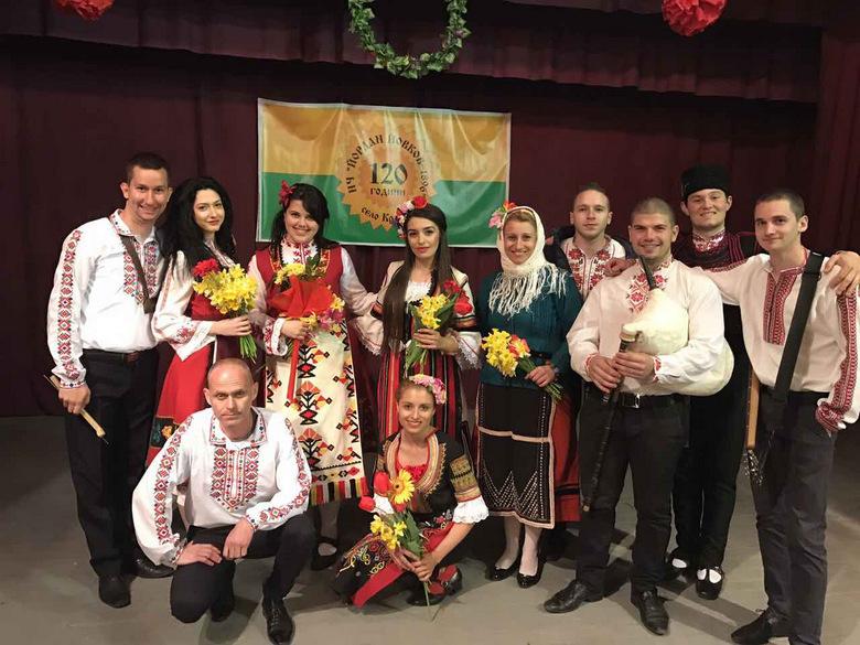 """Фолклорни празници в Кардам, Дъбовик и Красен, представиха книгата """"Вила се'й лоза..."""""""