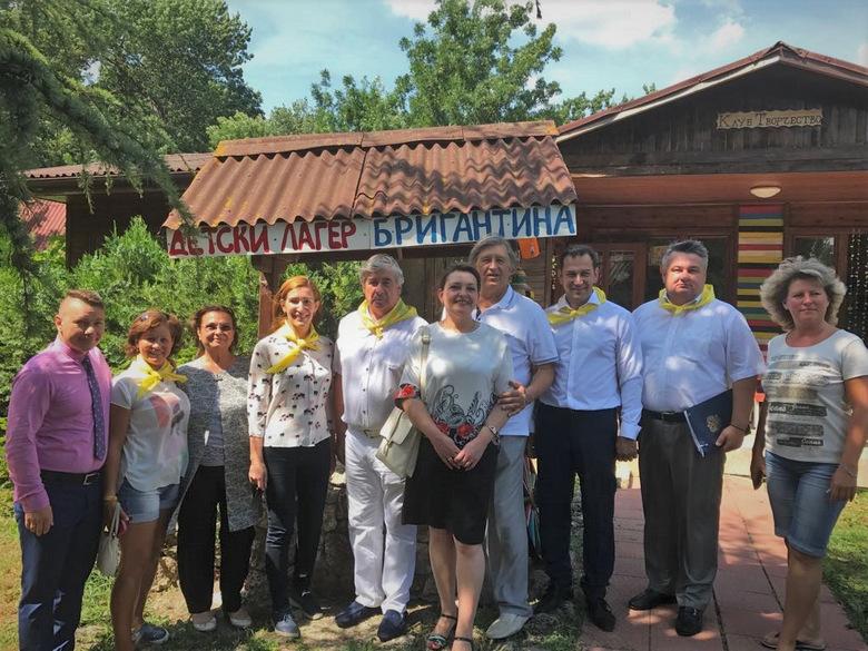 Министърът на туризма Николина Ангелкова и посланикът на Русия Анатолий Макаров посетиха детски лагер в Албена