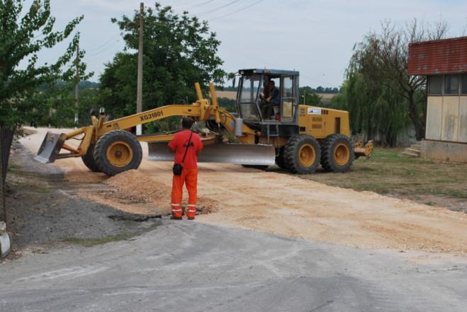 Ремонтни дейности по четвъртокласната общинска пътна мрежа в община Генерал Тошево