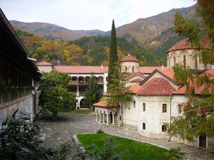Ремонтират Бачковския манастир с 310 000 лв.