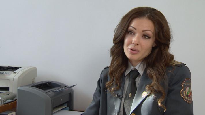 Победителка в три конкурса за красота стана инспектор в пожарната