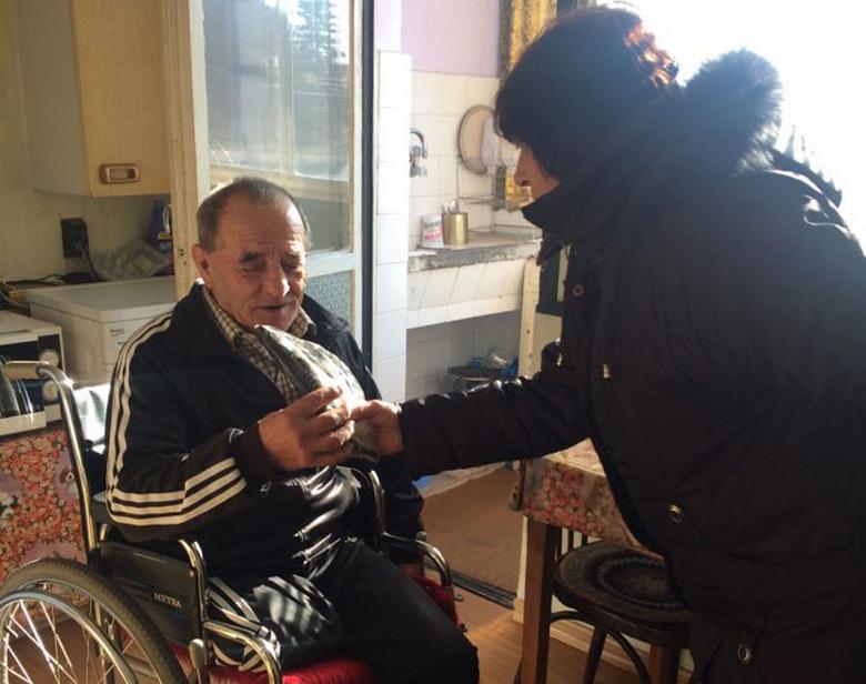 Над 200 самотни и нуждаещи се хора получиха риба на Никулден от ГЕРБ - Крушари