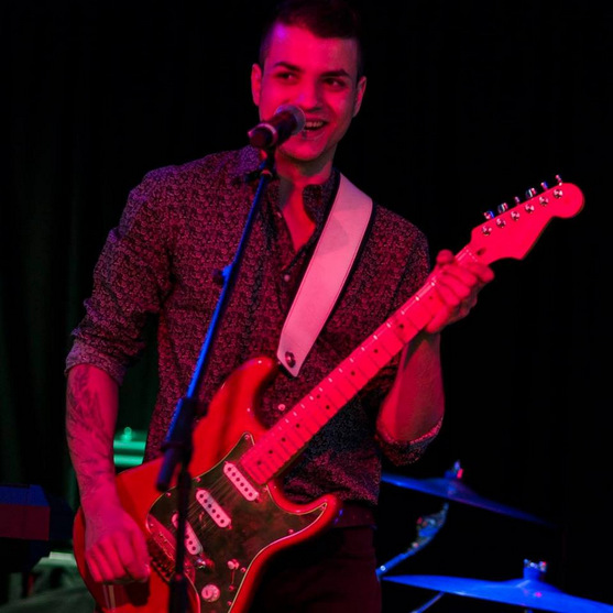 Китарист от Добрич е сред тримата финалисти в конкурс в памет на Джими Хендрикс