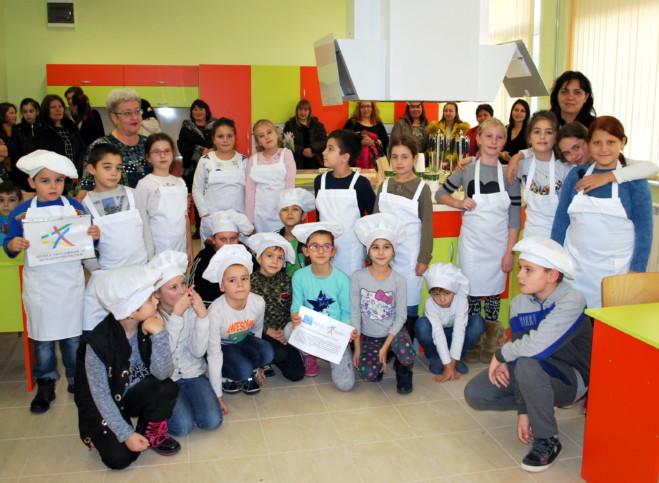 Модерен кабинет с кухненски кът ще радва ученици от Генерал Тошево