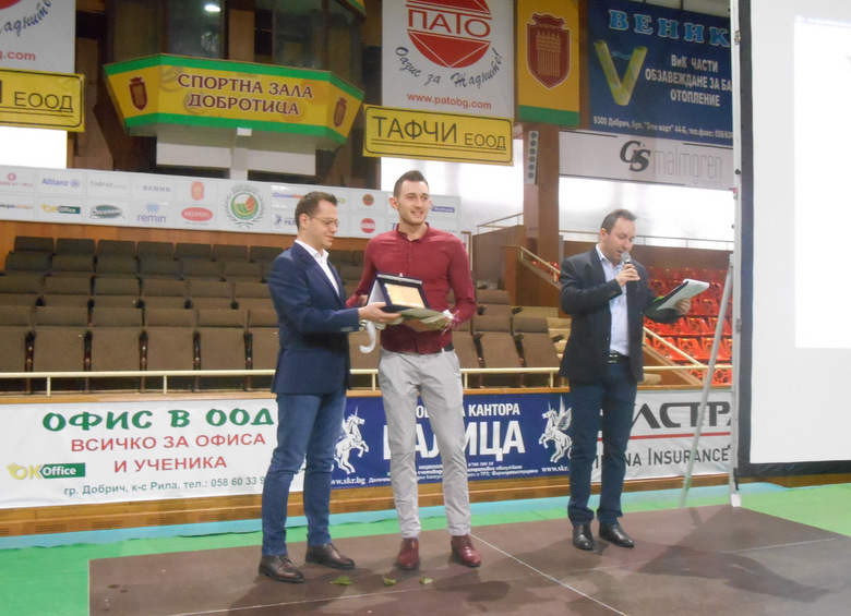 Кметът на Добрич награди най-добрите спортисти, отбори и треньори на годината