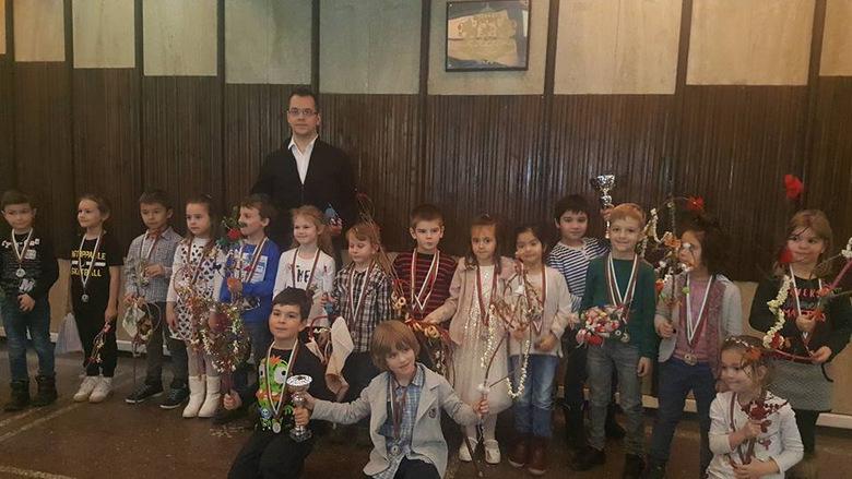 Малки шампиони от детските градини в Добрич се срещнаха с кмета Йордан Йорданов