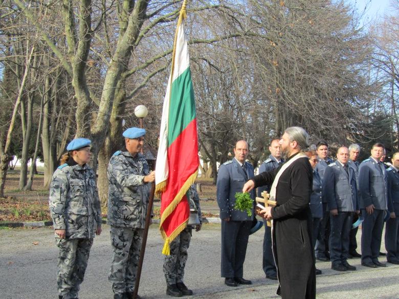 Областният управител бе гост на ритуала по освещаване на бойните знамена