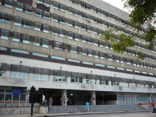 Водата в хирургичния корпус на болницата е негодна за пиене
