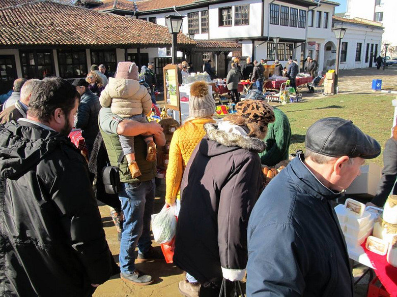 Двама нови участници на фермерския пазар в Добрич днес