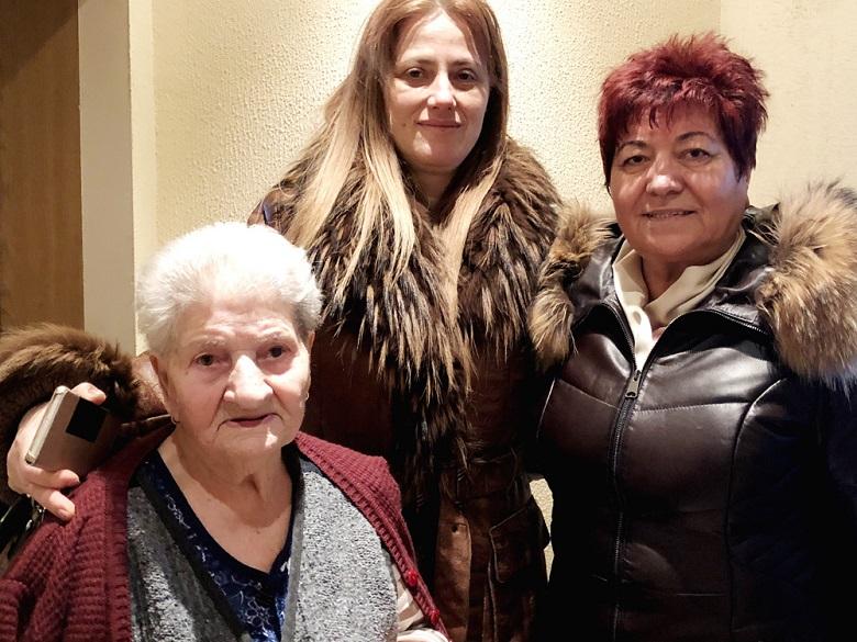 Депутатът от ГЕРБ Даниела Димитрова поздрави възрастни жени в навечерието на Осми март