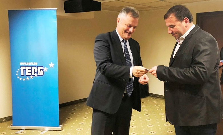 Областният координатор Пламен Манушев връчи картите на нови членове на ГЕРБ