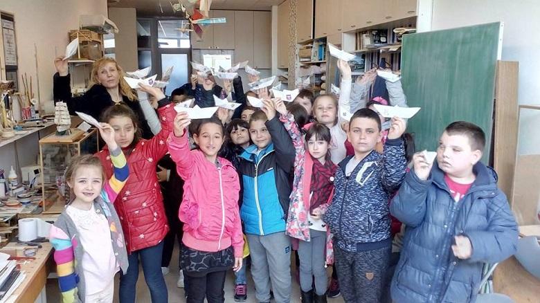 Първокласници от Каварна изработиха хартиени лодки