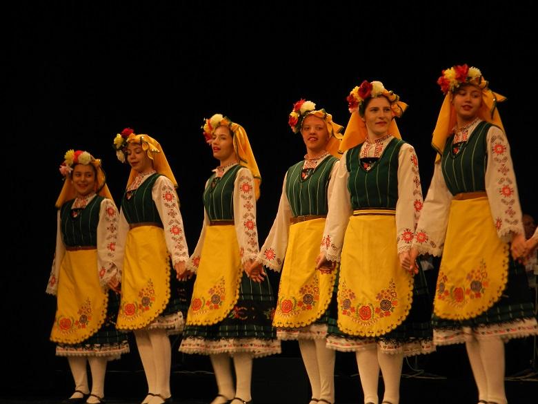 """ПТФС """"Добруджа"""" стопли сърцата на публиката със своето представление на V-я Национален преглед на фолклорните ансамбли (+СНИМКИ)"""