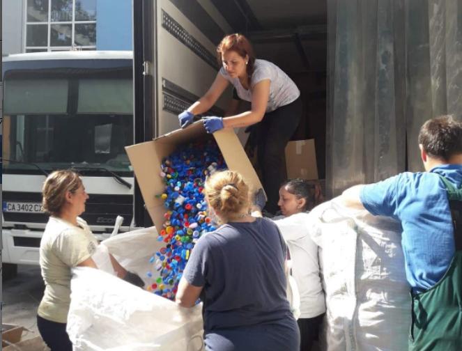 Хора с добри сърца събраха над 2,5 тона капачки в подкрепа на болницата в Добрич