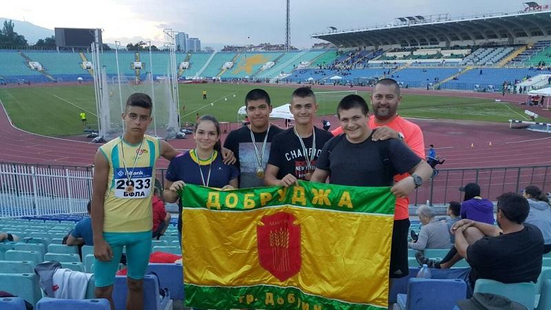 """С десет медала се завърна СКЛА """"Добрич"""" от Национален шампионат"""