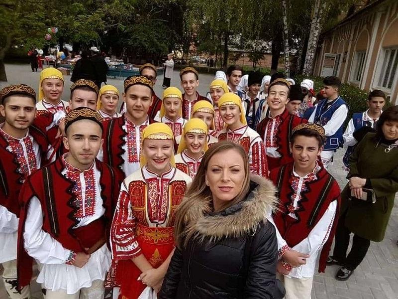 Стела Иванова: Когато преподавам душата ми расте