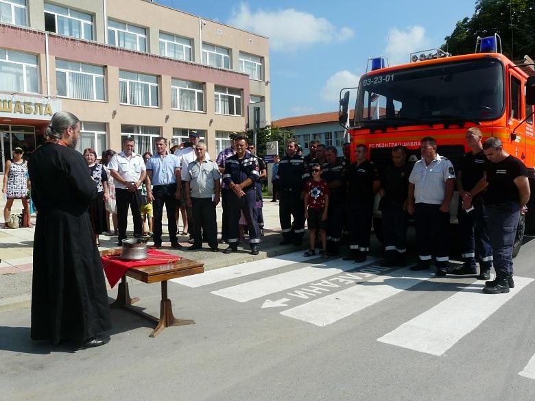 Ключовете на нов пожарен автомобил, дарение от немска организация, получи Община Шабла