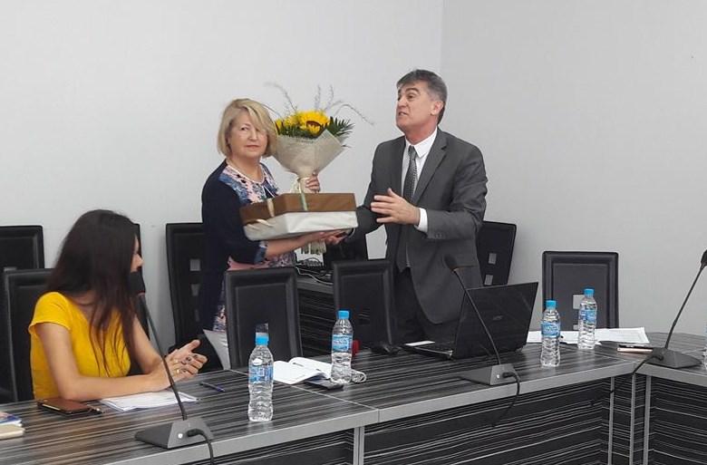 Доц. Байчева – удостоена със Златна значка от Шуменския университет