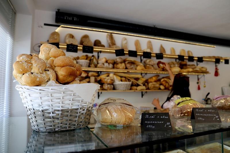 Домашна пекарна в Добрич предлага пълно разнообразие от вкусни ръчно замесени хлябове и закуски