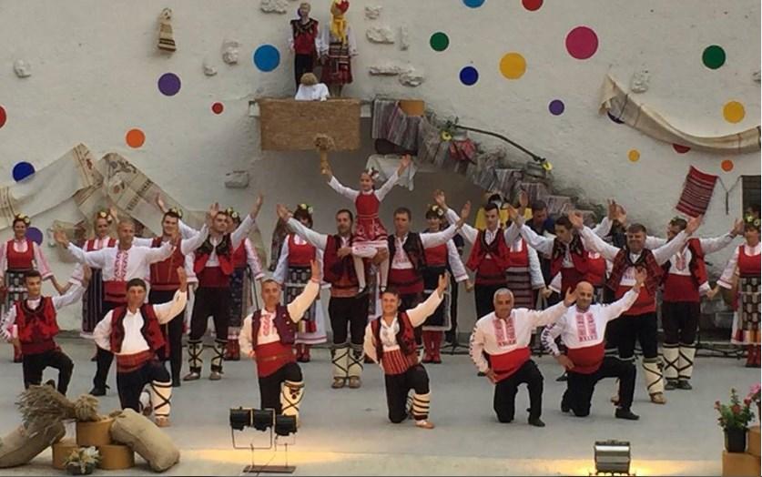 """Вълнуващ благотворителен спектакъл за децата на Добрич изнесе ансамбъл """"Добротица"""""""