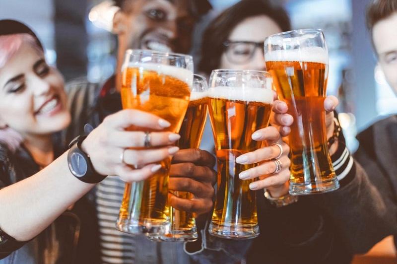 Гастроентеролог: Алкохолът има и благоприятно влияние върху човека