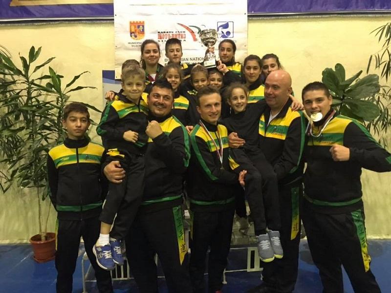 """27 медала спечелиха каратеките от клуб """"Самурай"""" на международен турнир"""