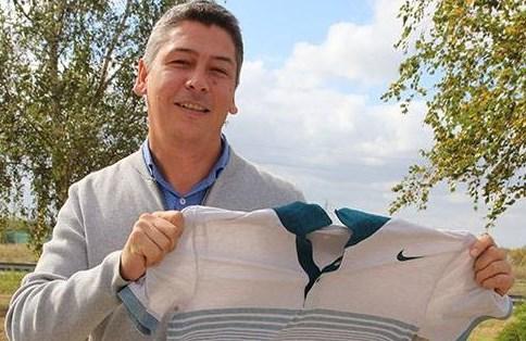 Григор Димитров дари фланелка за благотворителния търг за Митко от Оброчище