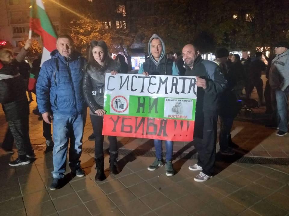 Десетки протестиращи блокираха изхода на Добрич в посока Варна