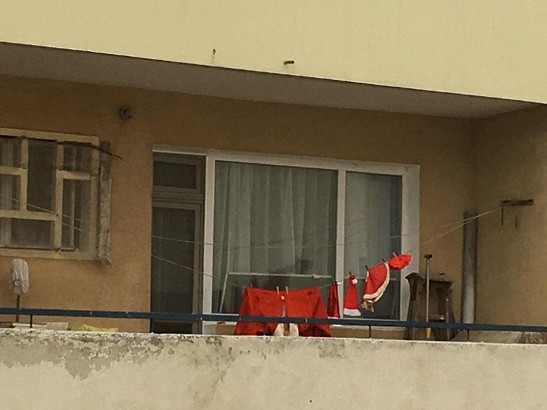 Дядо Коледа живее в Добрич, изпрал си е костюма