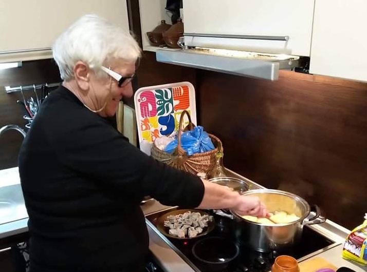 Баба Донка замества в кухнята ангажирани добричлийки