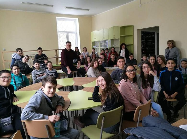 Ученици от Ген. Тошево разговаряха за терористичното съдържание в интернет